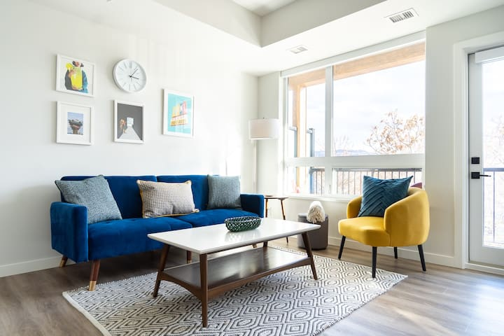 NEW Couples Getaway Trendy Downtown Arts District