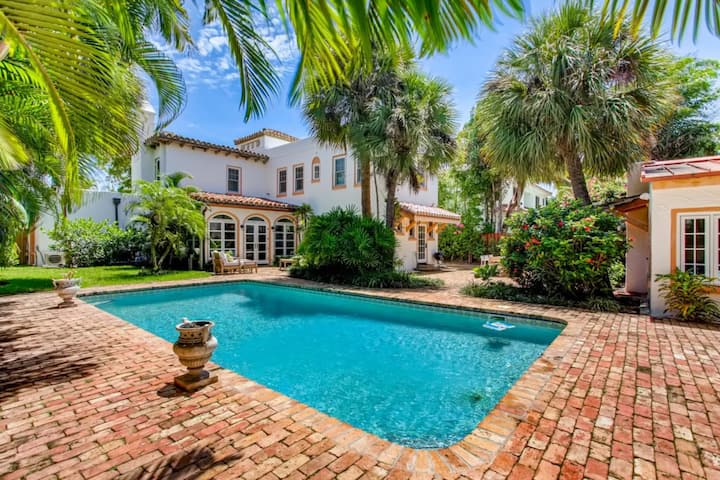 Villa Blanca   4bd/3.5ba   Private Pool and Parking