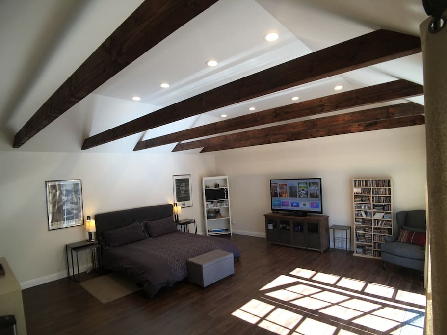 Large guesthouse zip to must see la guest houses louer for Must sees in los angeles