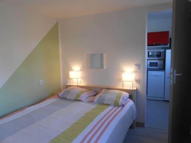 logement F1 en toute tranquillité - Château-l'Évêque - Rumah