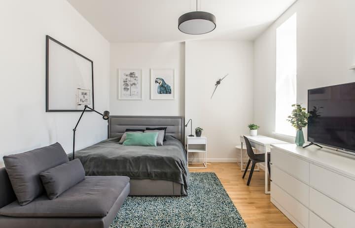 Enjoy Cozy Studio in City Centre with Queen Bed