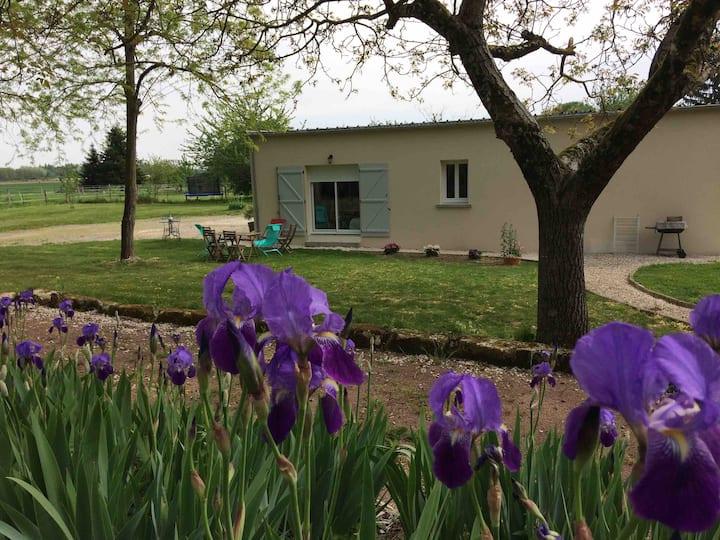 Petit logement indépendant dans propriété calme