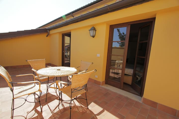 Stylish studios and apartments located on a holiday park with many facilities at 2 km from the beach