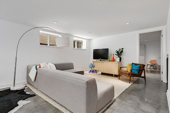 Freshly remodeled apartment - North Capitol Hill