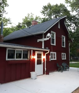 Charming converted barn north of Rockford, Ill