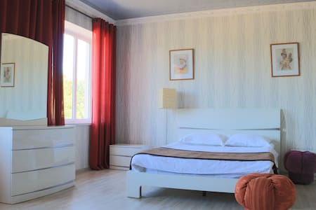 Queen room in a cozy and beautiful house - Karakol - Bed & Breakfast