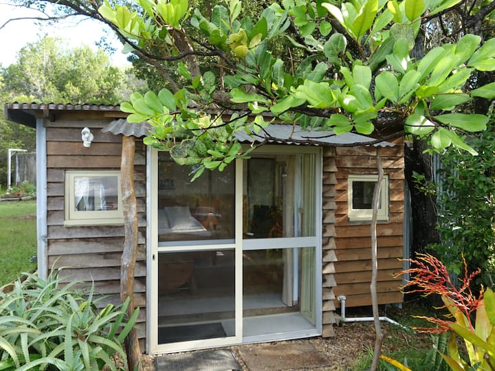 Cosy secluded rainforest cabin 6 mins to Byron Bay