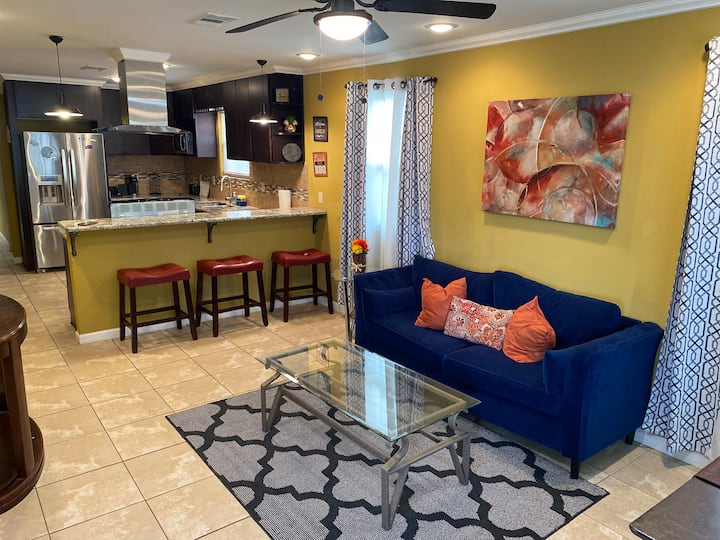 4 bedroom Minutes from French Quarter