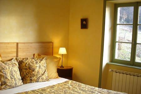 La Verrière chambre de Pierre - Les Ardillats - ที่พักพร้อมอาหารเช้า