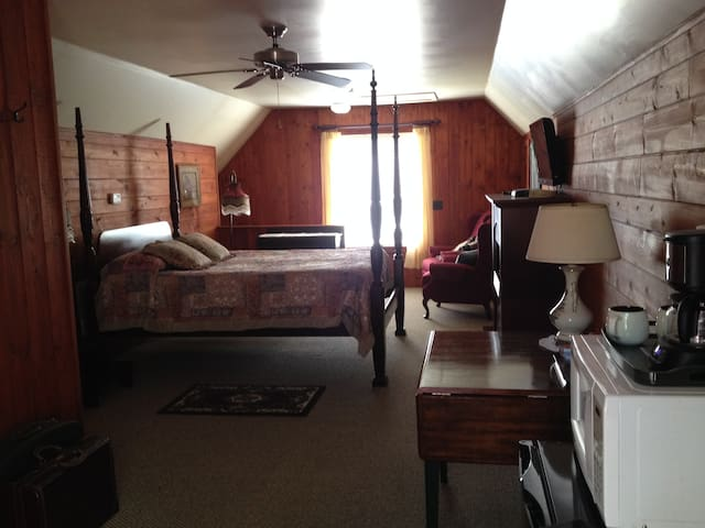 Guest Suite -  Maple Lake Boat Launch