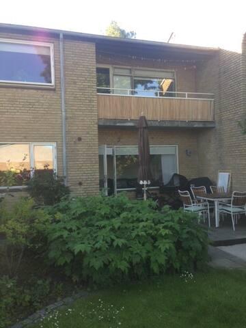 Dejligt Rækkehus med egen Have! - Aarhus - Hus
