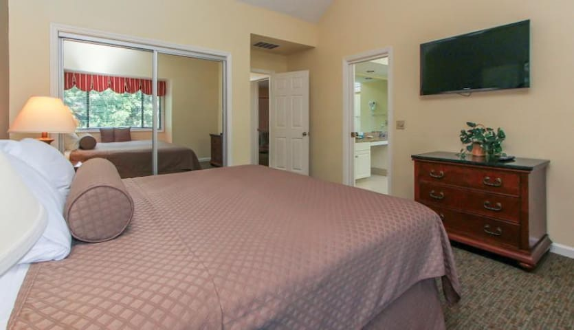 2 Bedroom Townhome @ $385 for 7 Nights