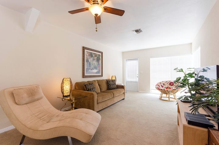 V1-2 BR, direct waterfront, 2 min walk to beach