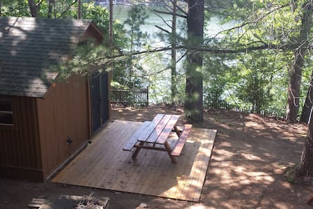 Glamping !  in a Log Cabin + LAKE  VIEWS  Galore ! - Traverse City - Sommerhus/hytte