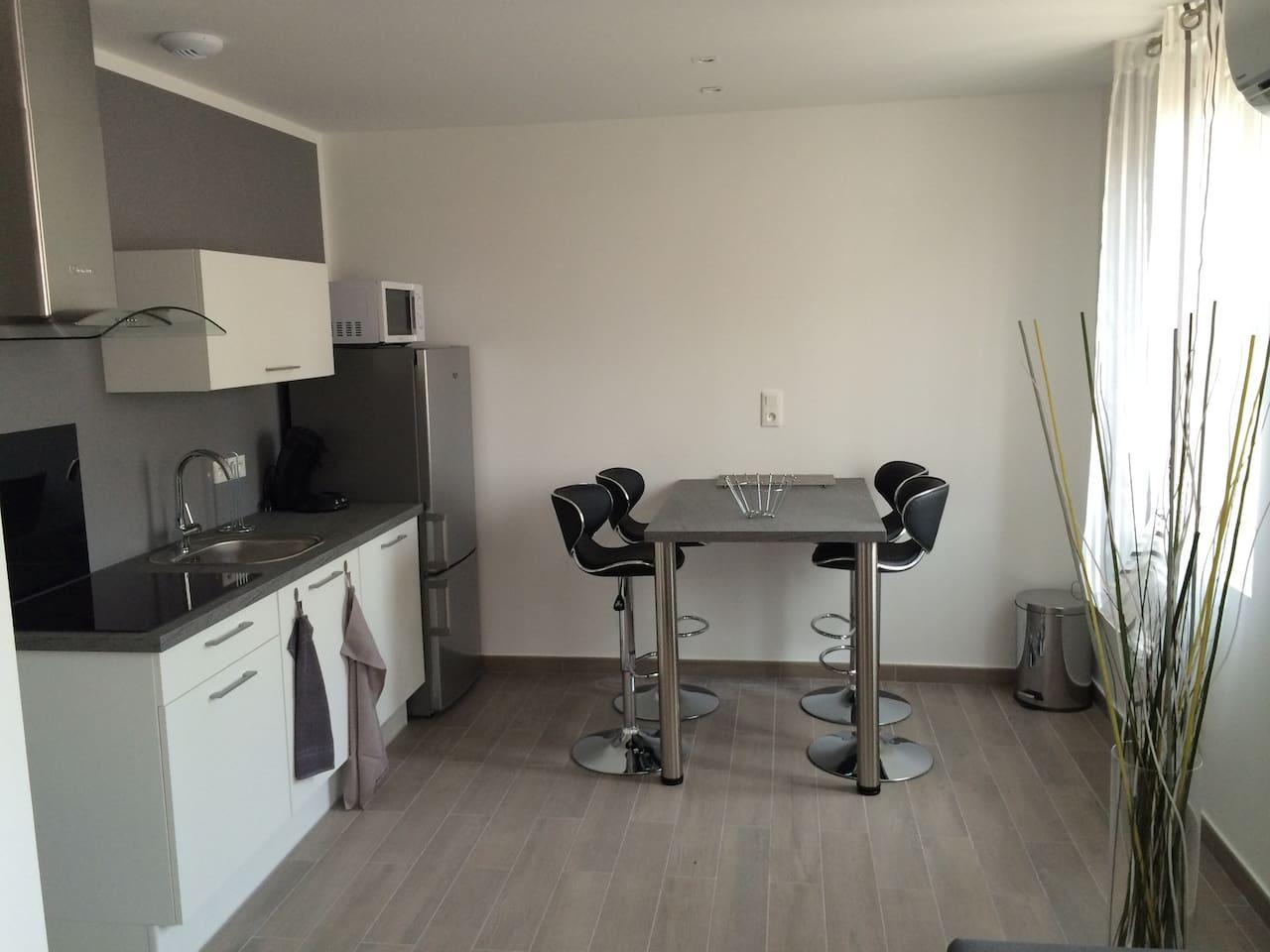 Coin cuisine / mange-debout appartement 2 & 4