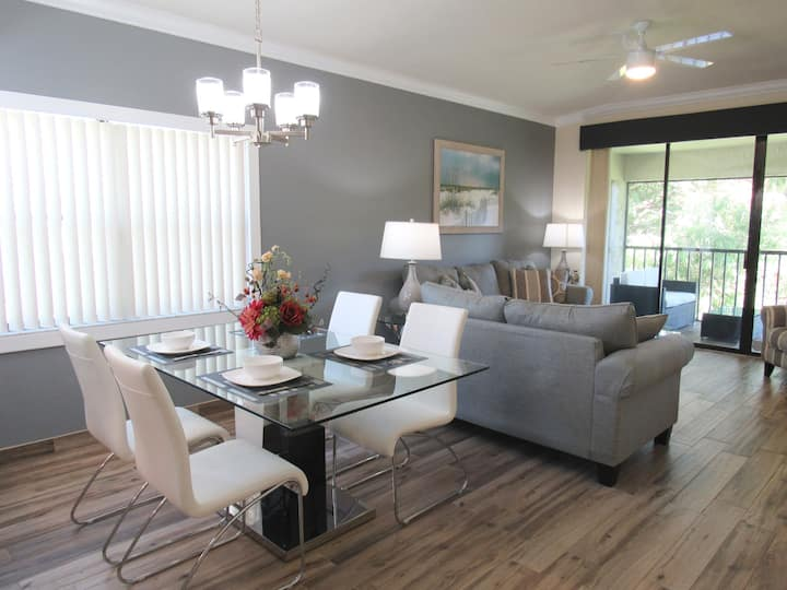 New to Airbnb w/2 Pools~Near IMG Academy & Beaches