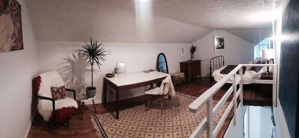 Big Loft within beautiful heritage home - Guelph - House