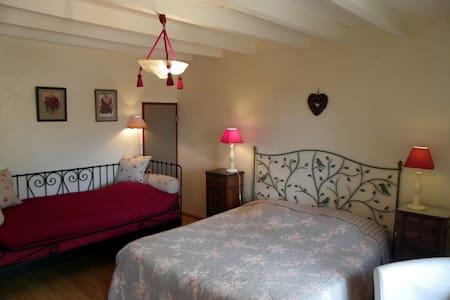 La Verrière chambre d'oncle Jo - Les Ardillats - ที่พักพร้อมอาหารเช้า