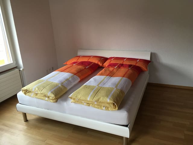 Double bed size 180x200