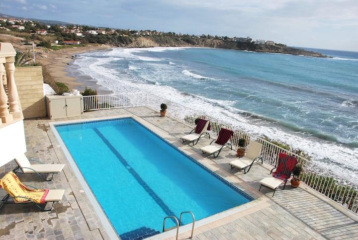 Spectacular villa DIRECT ACCESS to the SANDY BEACH