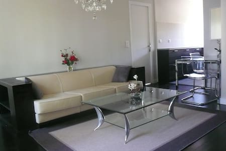 New apt, 10 mins from Paris