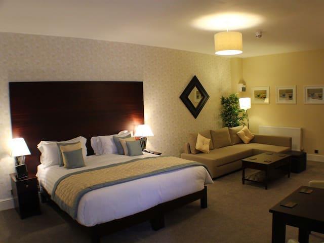 Family room-Luxury-Ensuite-Garden View