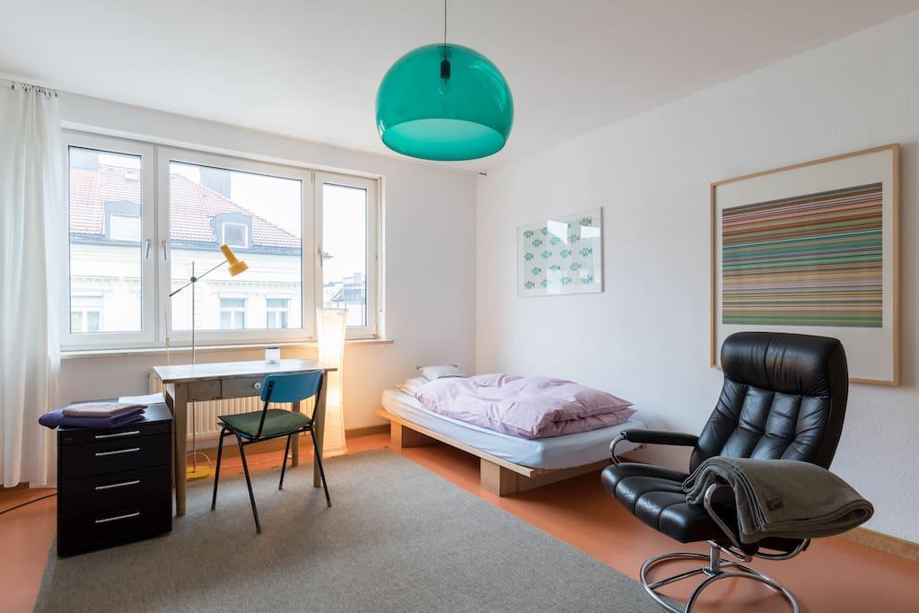 charmantes zimmer maxvorstadt wohnungen zur miete in m nchen bayern deutschland. Black Bedroom Furniture Sets. Home Design Ideas