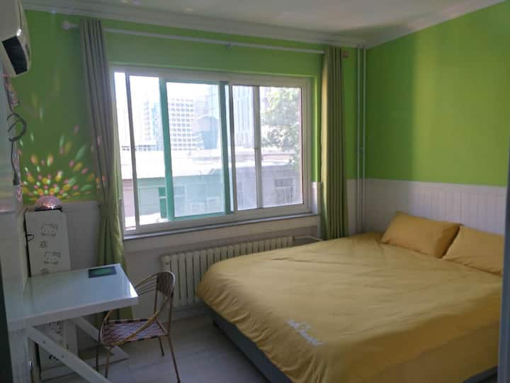 21号房全实墙1.8米大床全实墙双人间山东大学洪家楼自助入住干净舒适需要押金