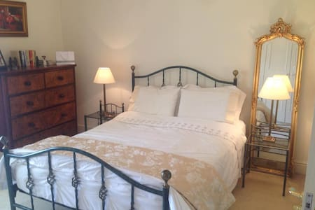 Classic Ensuite Room in Period Home