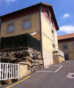 Casa de tres plantas , big house - Haus