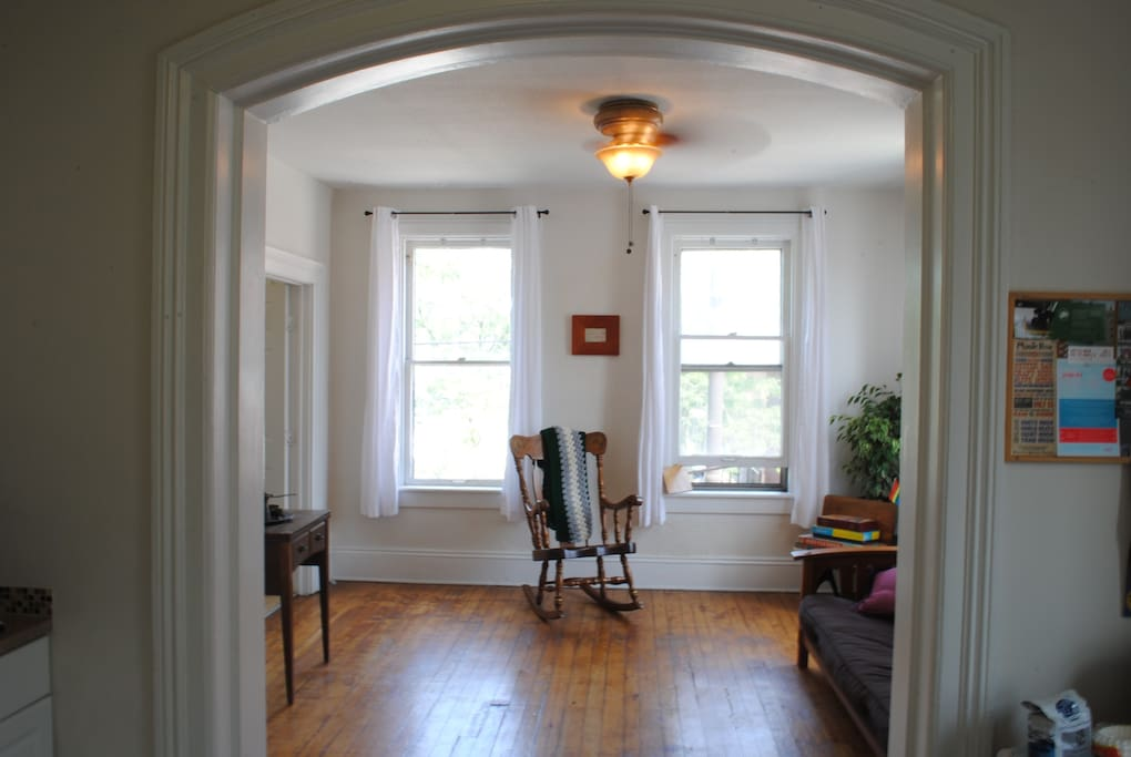 Cozy Basic One Bedroom Apt In Ohio City Apartments For Rent In Cleveland Ohio United States