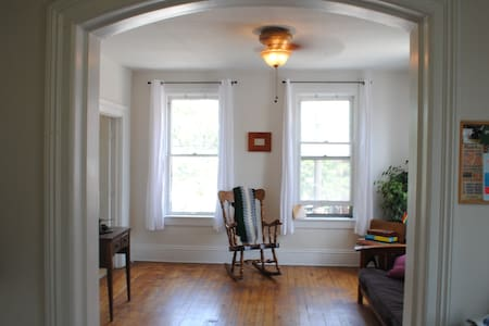 Cozy one bedroom apt in Ohio City. - Cleveland