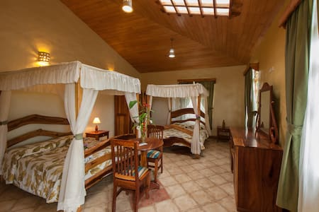 Luxurious room with private jacuzzi - Monteverde