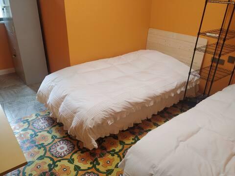 甜橙双床 近技术学院 15503927999 可包月 家电齐全  用餐方便 有用车服务