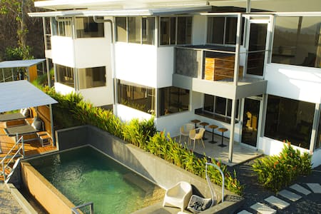 Luxury Condo Horizon 4, Hot Tub/Ocean View/Wifi/AC