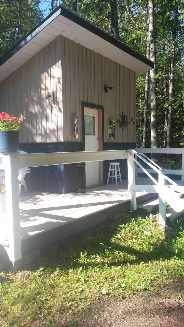 Hummingbird Cabins 'n' Breakfast #1