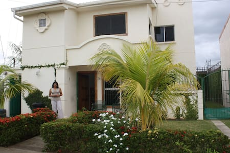 Habitacion en casa blanca - Ticuantepe - Bed & Breakfast