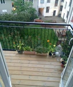 Sjarmerende og sentral med balkong, 2 soverom