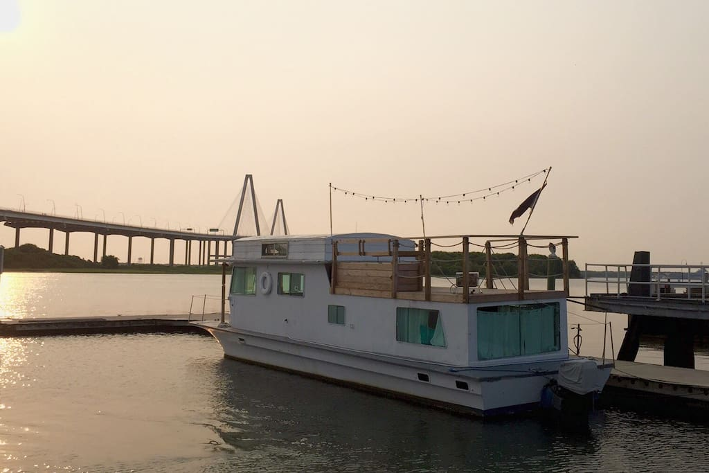 Sunset on your new houseboat rental.