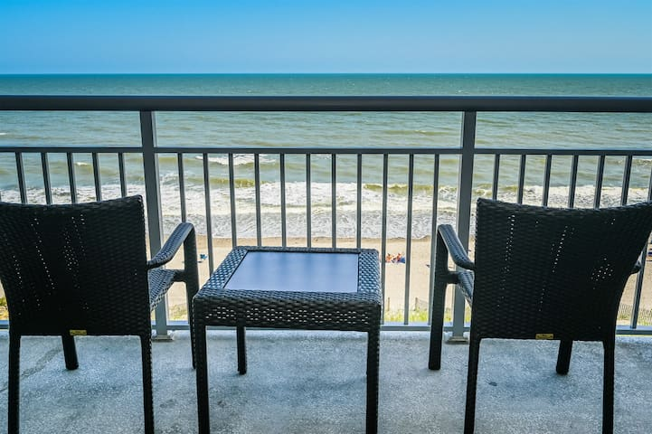Gorgeous 5th Floor Condo Close to Boardwalk and Wicked Tuna