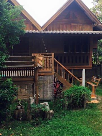 Rayreal House - Maehongson - Talo