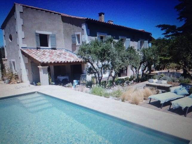La Maison Fontinelles - Salon-de-Provence - Bed & Breakfast