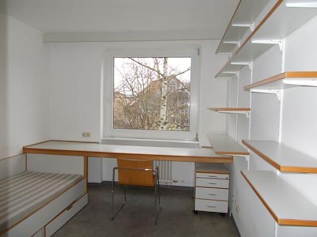 Zimmer in Gemeinschaftsunterkunft - Frankfurt am Main - House