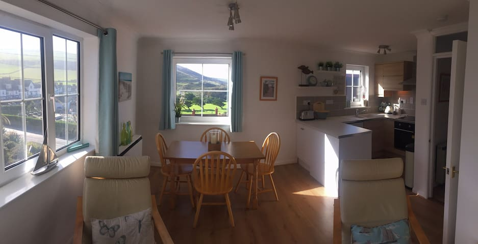 Stylish Beach View Apartment in Village - Woolacombe