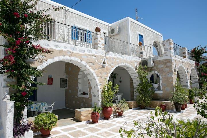 Budget Studios at Drios Village #2 - Paros - Apartamento