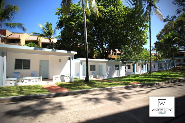 Bungalow 9: Cozy room at just steps from the beach and in town center