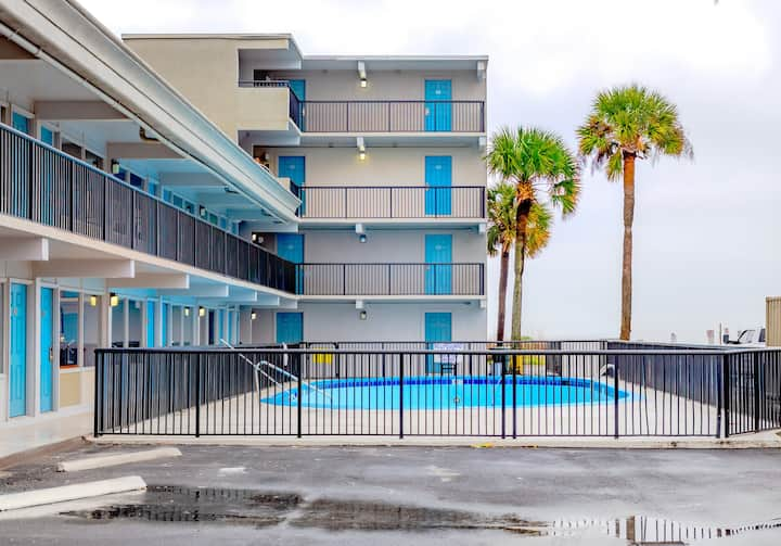 Oceanside Suites Triple Bed Suite with Kitchenette