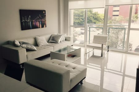 Room type: Entire home/apt Bed type: Real Bed Property type: Condominium Accommodates: 3 Bedrooms: 0 Bathrooms: 1