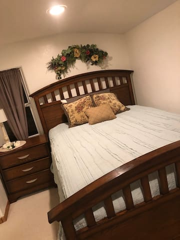 RESPA ReTreat sleeps up to 3 guests, it has one queen size bed and a single pullout sofa bed.  Arrangements for an air mattress for one addition guest can be make upon request.