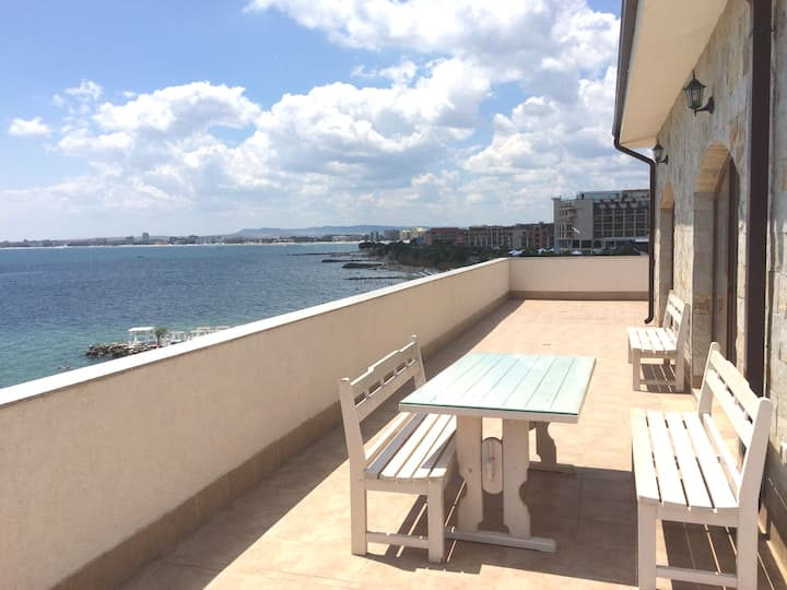 Casa Real. Penthouse for 6 persons. Sea view!